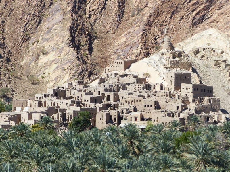 Ansicht von Birkat-Al Mawz und von Datumsplantagen stockbild