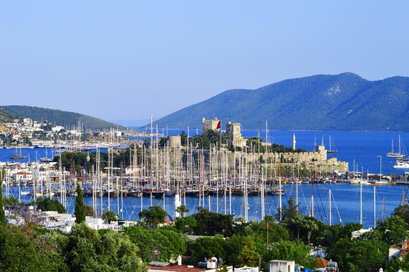 Ansicht von Bodrum-Hafen während des heißen Sommertages Das Türkische Riviera lizenzfreie stockbilder
