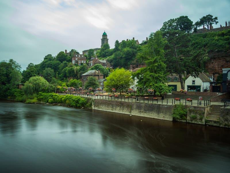 Ansicht von Bridgnorth vom Fluss Severn, lange Belichtung Bridgnorth, Shropshire, Großbritannien stockfotos