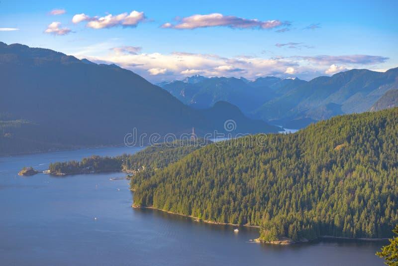 Ansicht von Burnaby-Berg, der herein den Burrard-Einlass BC übersieht, lizenzfreies stockbild