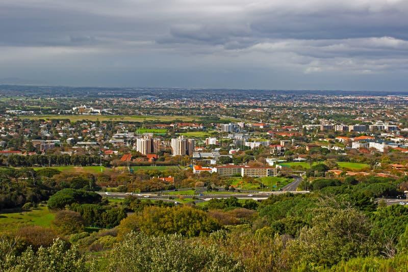 Ansicht von Cape Town-Vororten von den Teufeln ragen empor stockbild
