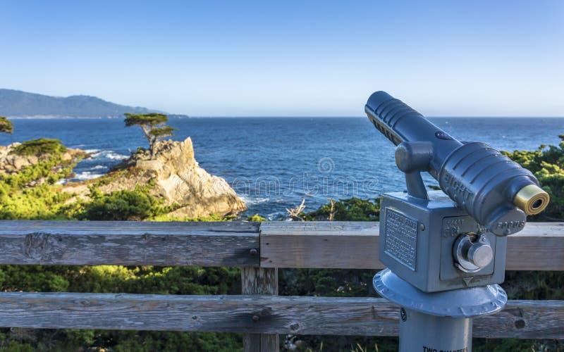 Ansicht von Carmel Bay und von einzigem Zypern bei Pebble Beach, 17 Meilen-Antrieb, Halbinsel, Monterey stockbild