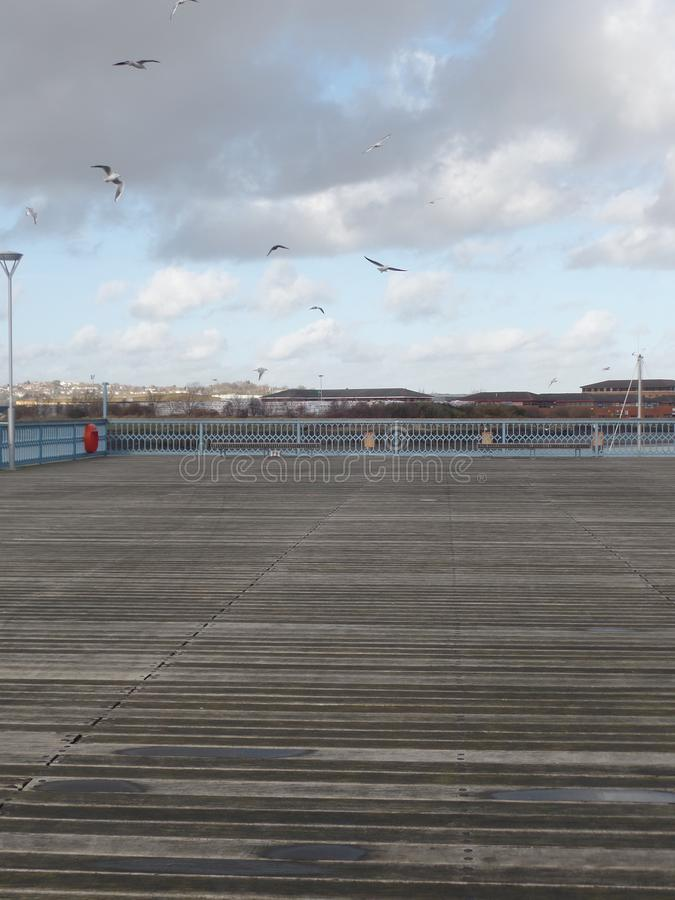 Ansicht von Chatham-Pier auf dem Fluss Medway in Kent, Großbritannien lizenzfreies stockfoto