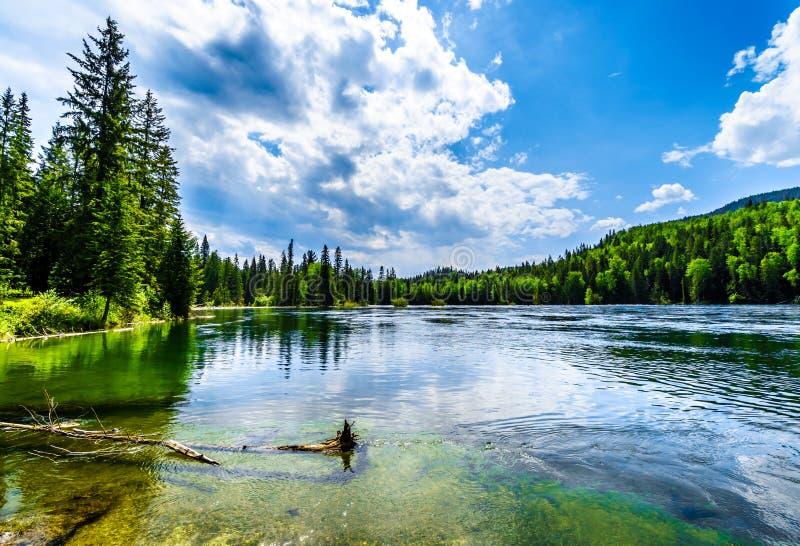 Ansicht von Clearwater See in Wells Gray Provincial Park BC Kanada lizenzfreie stockbilder