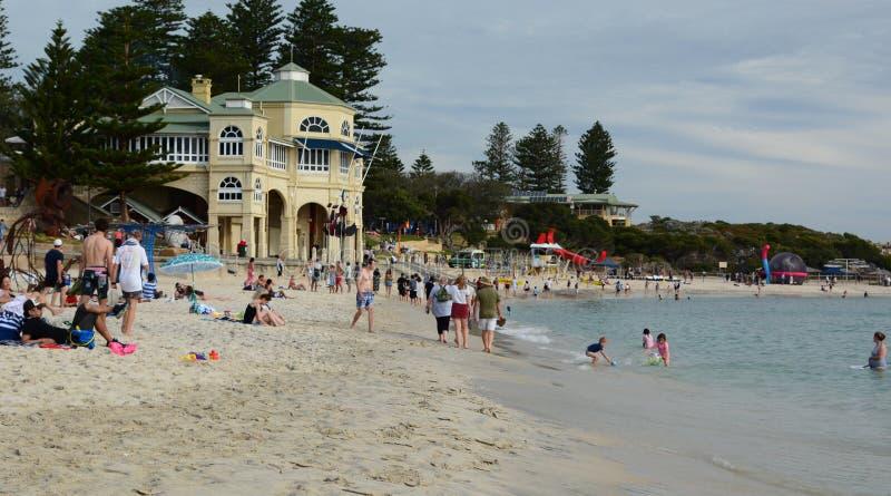 Ansicht von Cottesloe-Strand im Sommer perth Sein gelegen auf Wellington-Straße und war im November 2012 geöffnet stockfotos