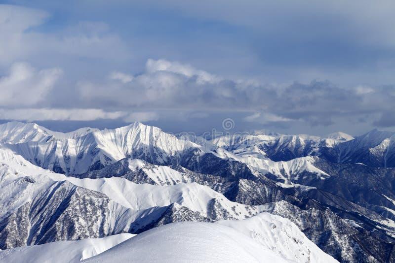 Ansicht von den Skisteigungen lizenzfreie stockfotografie