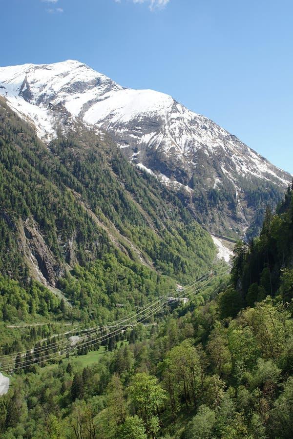 Ansicht von der Bergbahn des Kitzsteinhorn zu den Bergen Hohe Tauern stockfotos