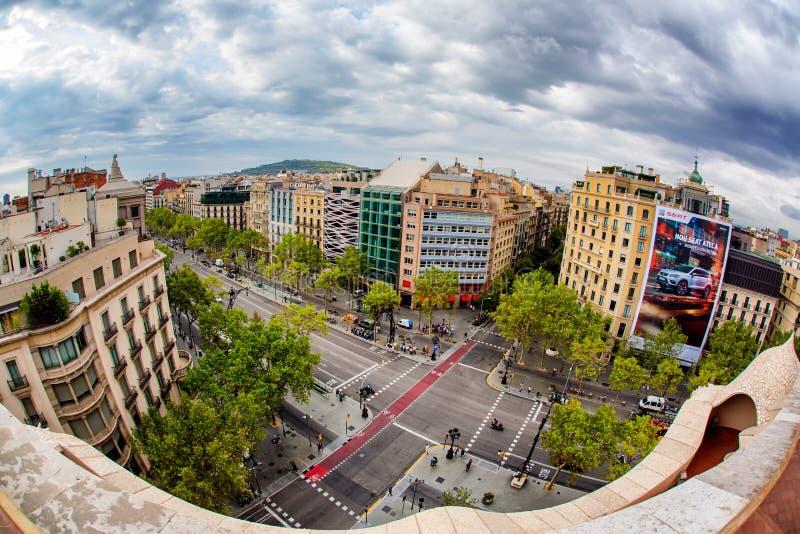 Ansicht von der Casa Mila oder vom La Pedrera lizenzfreie stockbilder