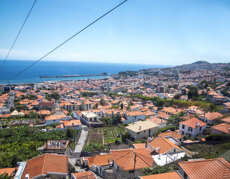 Ansicht von der Drahtseilbahn, die vom Meeresspiegel in Funchal zu Monte-Hoch über der Stadt auf der Insel von Madeira Portugal l lizenzfreie stockfotografie