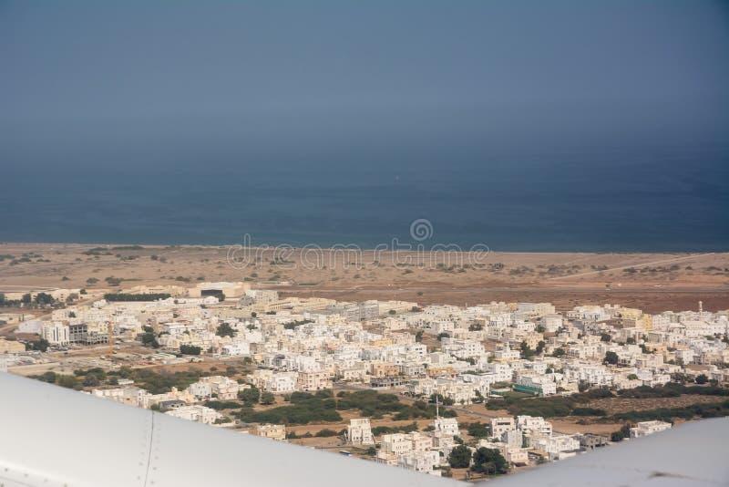 Ansicht von der Fläche der Stadt von Seeb, nahe Muscat stockfotos