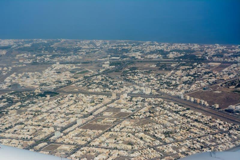 Ansicht von der Fläche der Stadt von Seeb, nahe Muscat lizenzfreie stockbilder