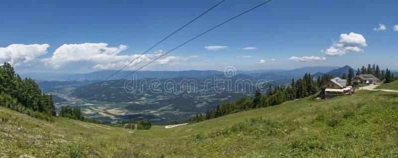Ansicht von der Gondelbergstation auf Berg Petzen stockfoto