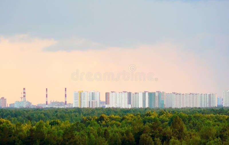 Ansicht von der Höhe des Wohnkomplexes neues Okhta, Murino-Dorf, St Petersburg lizenzfreie stockfotografie
