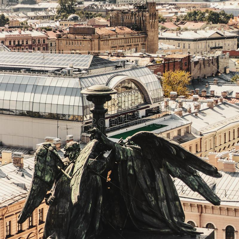 Ansicht von der Kolonnade von St. Isaac Cathedral lizenzfreies stockbild