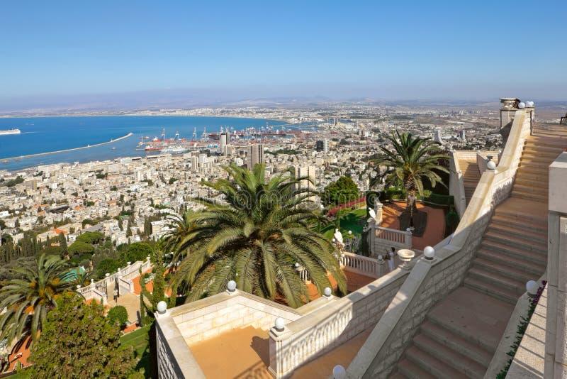 Ansicht von der Montierung Carmel nach Haifa in Israel lizenzfreie stockbilder