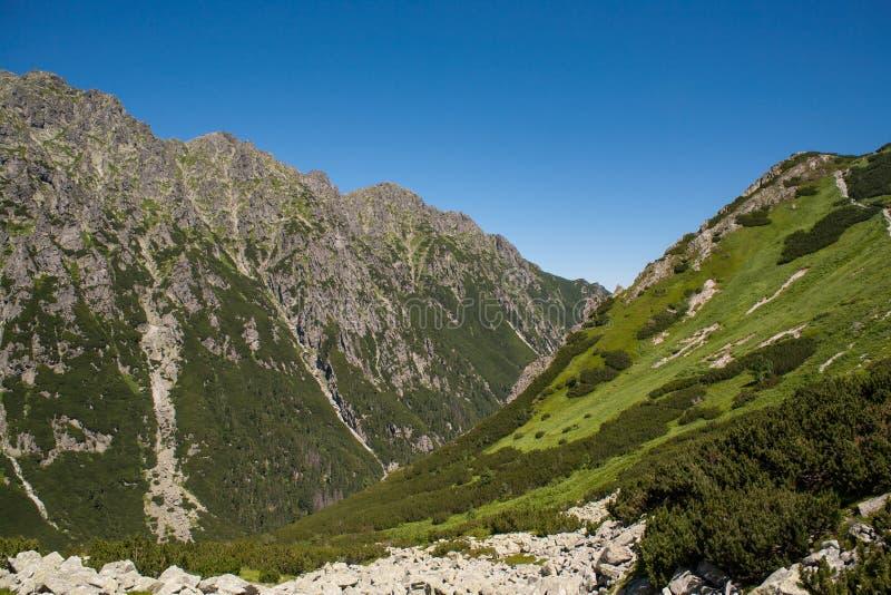Ansicht von der Oberseite Spur zum Tal von fünf Teichen lizenzfreie stockbilder