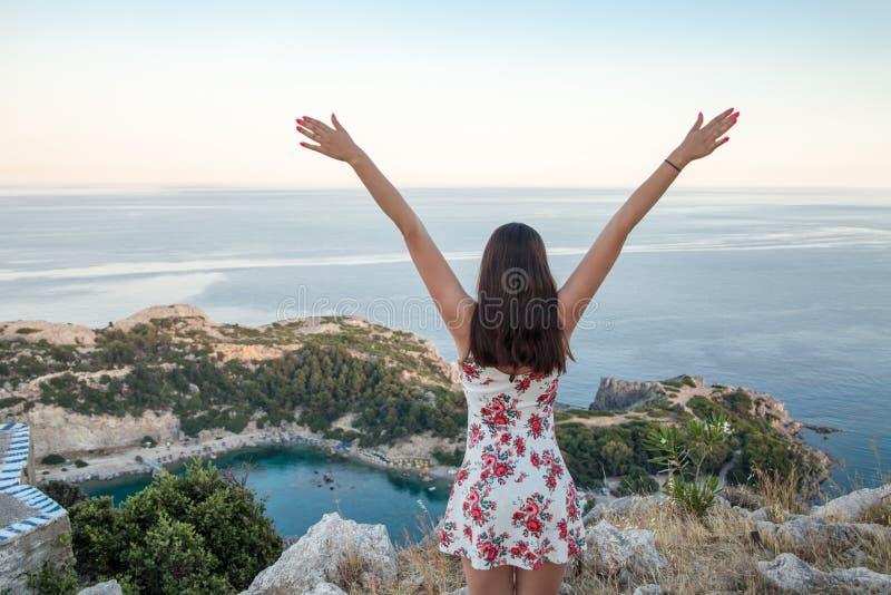 Ansicht von der Spitze auf Anthony Quinn Bay und Strand, Rhodos in Faliraki stockfoto