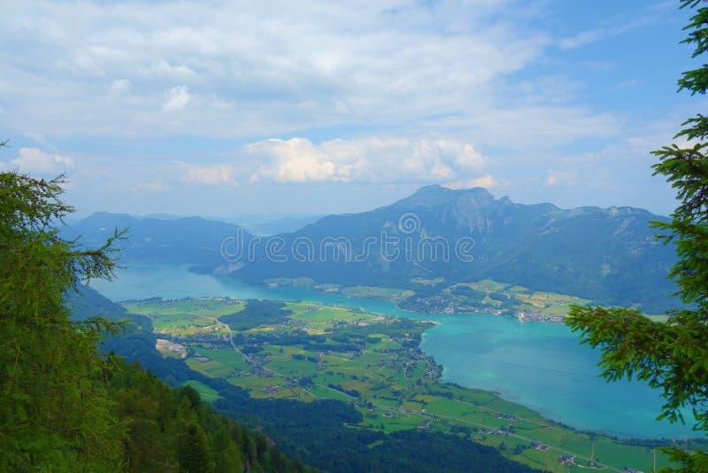 Ansicht von der Spitze des Berges nannte Bleckwand, das Wolfgangsee in Österreich, Europa übersieht lizenzfreies stockbild