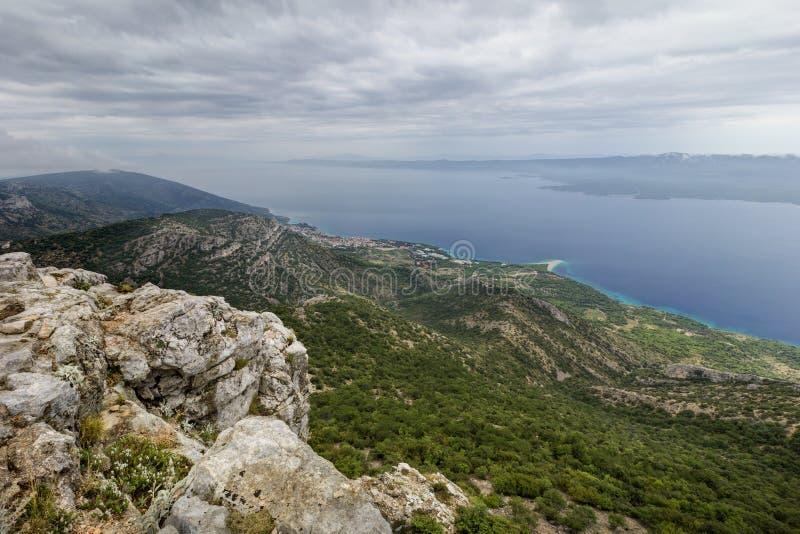 Ansicht von der Spitze Vidova Gora in Kroatien lizenzfreies stockbild