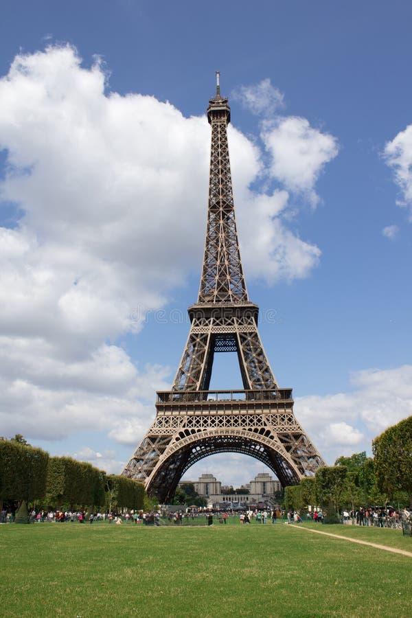 Ansicht von Eifel-Turm im Sommer stockbilder