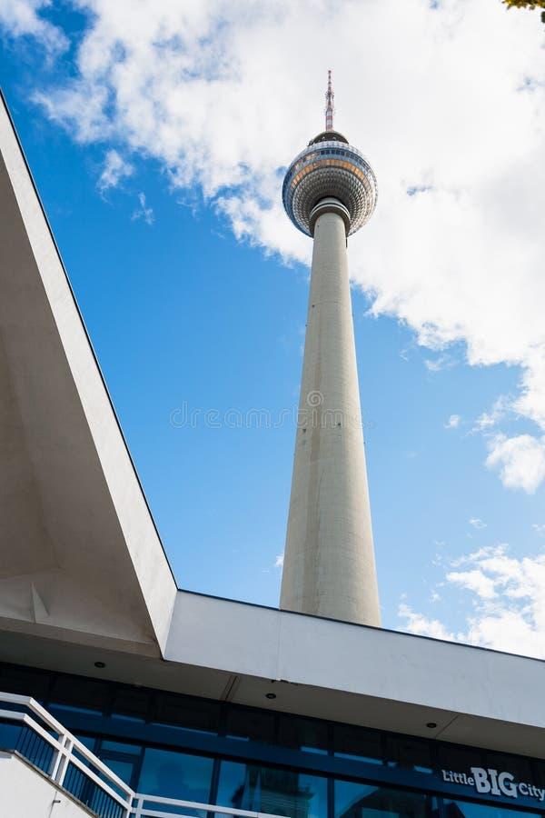 Ansicht von Fernsehturm Fernsehturm von Alexanderplatz lizenzfreies stockbild