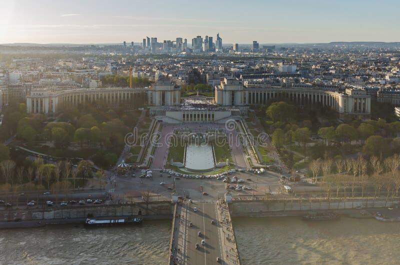 Ansicht von Fluss die Seine, Trocadero und La-Verteidigung vom Eiffel zu lizenzfreie stockfotos
