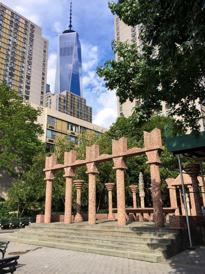 Ansicht von Freedom Tower vom Batterie-Park, NYC lizenzfreies stockbild