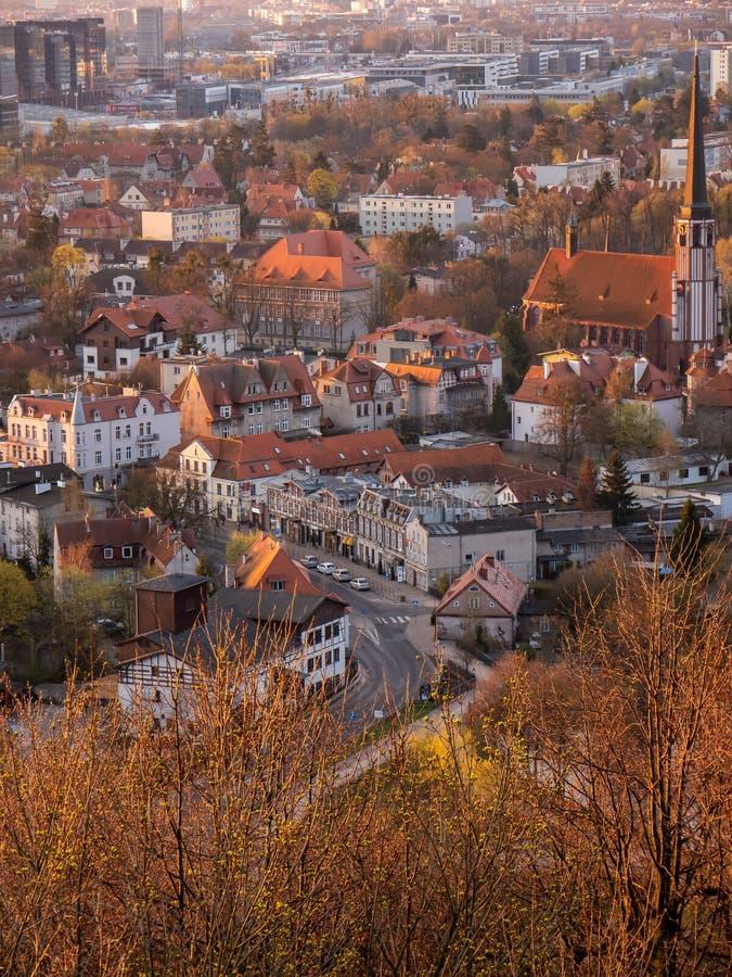 Ansicht von Gdansk, Oliwa-Bezirk, Polen Alte Häuser und Kathedrale lizenzfreies stockfoto