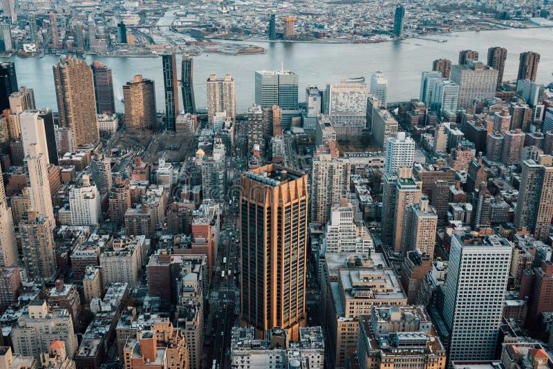 Ansicht von Geb?uden in Midtown Manhattan und im East River, in New York City lizenzfreie stockfotografie