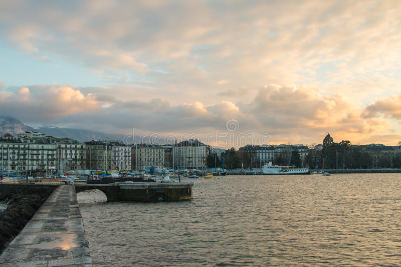Ansicht von Genf, die Schweiz-Ufergegend vom Jetée DES Eaux- lizenzfreies stockbild