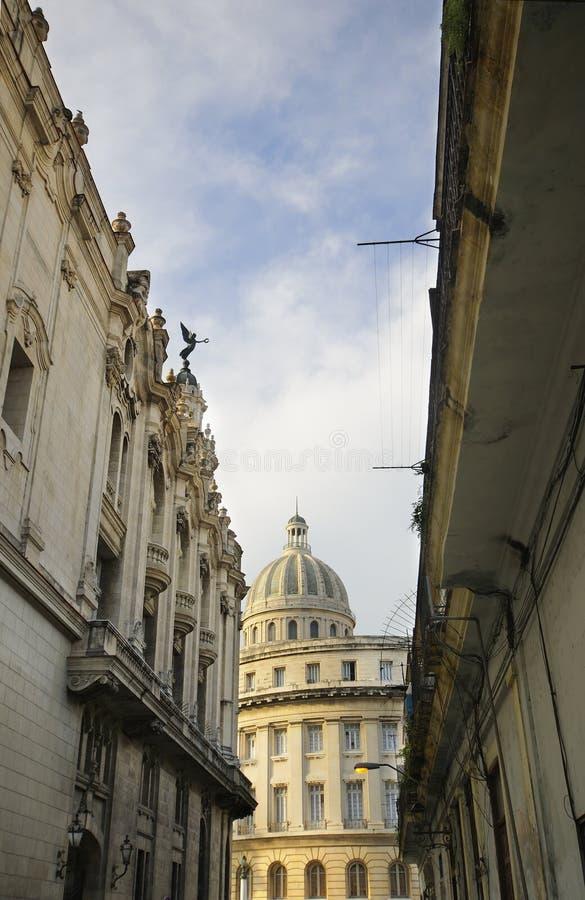 Ansicht von Havana Capitolio und typische Architektur lizenzfreies stockfoto