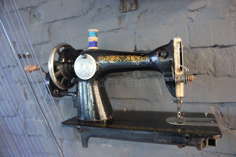 Ansicht von hinten und downstair auf der Nähmaschine der enormen ketal Weinlese, für Plakat, Texteingabe, irgendeine entwerfen he stockfotos