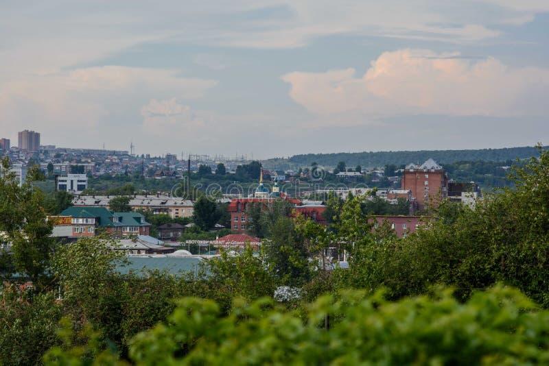 Ansicht von Irkutsk vom Hügel lizenzfreies stockfoto