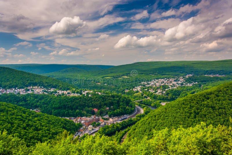 Ansicht von Jim Thorpe vom Fahnenmast-Berg, Pennsylvania stockfotos