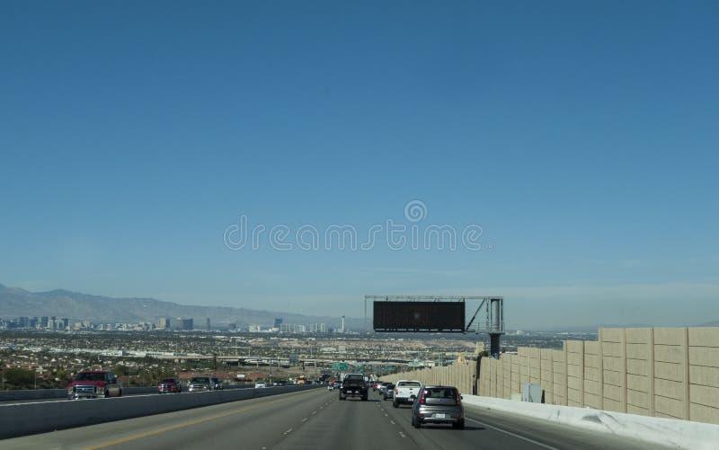 Ansicht von Las Vegas von der Landstraße, Tageszeit lizenzfreies stockfoto