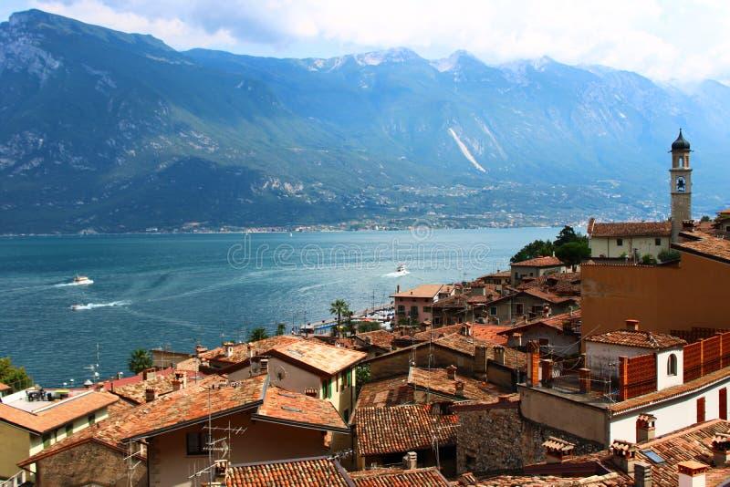 Ansicht von Limone-sul Garda-Dorf auf See Garda lizenzfreie stockfotografie