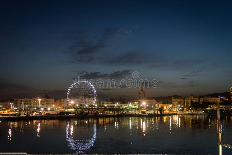 Ansicht von Màlaga-Stadt und -Riesenrad vom Hafen, Màlaga, Spanien stockbilder