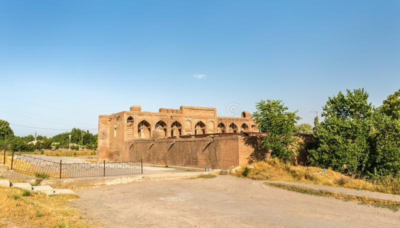 Ansicht von Madrasa Kuhna nahe Hisor-Festung, Tadschikistan lizenzfreie stockfotos