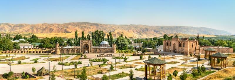Ansicht von Madrasas Kuhna und von Nav von Hisor-Festung, Tadschikistan lizenzfreie stockbilder