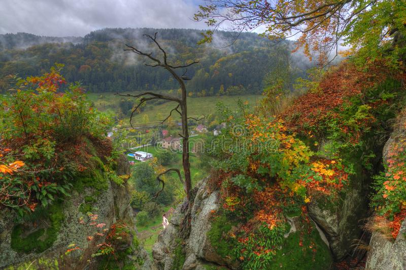 Ansicht von Mala Skala, Schloss Vranov, Böhmen, Tschechische Republik lizenzfreie stockfotografie
