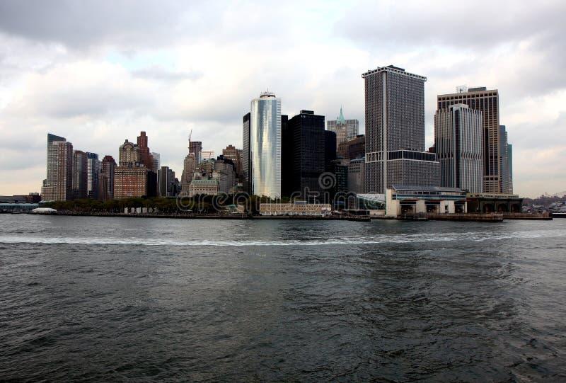 Ansicht von Manhattan von einer Staten Islandfähre stockbild