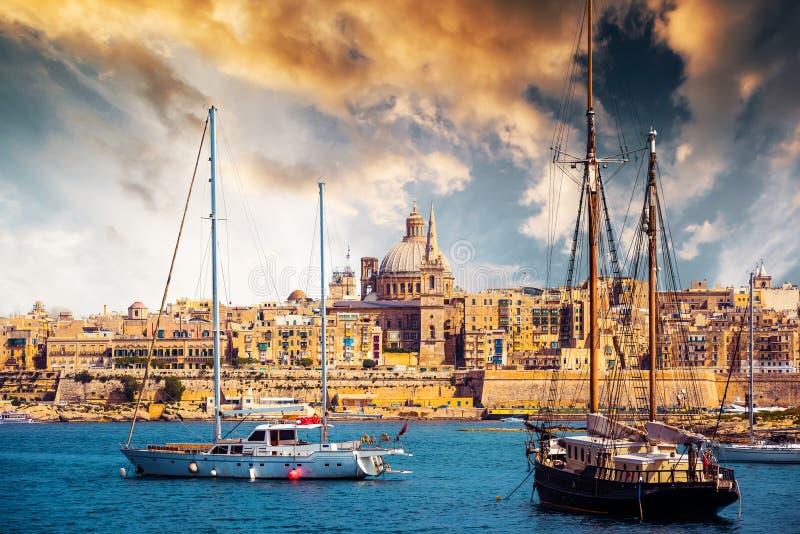 Ansicht von Marsamxett Hafen und Valletta lizenzfreie stockbilder