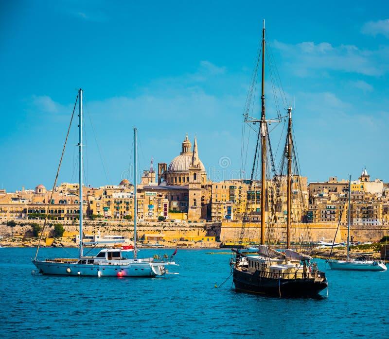 Ansicht von Marsamxett Hafen und Valletta lizenzfreies stockbild