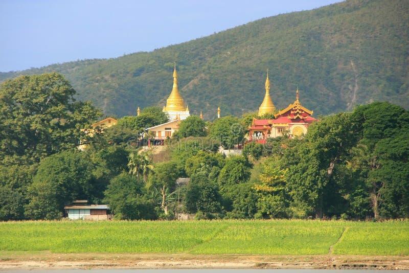 Ansicht von Mingun vom Fluss, Mandalay, Myanmar lizenzfreies stockbild