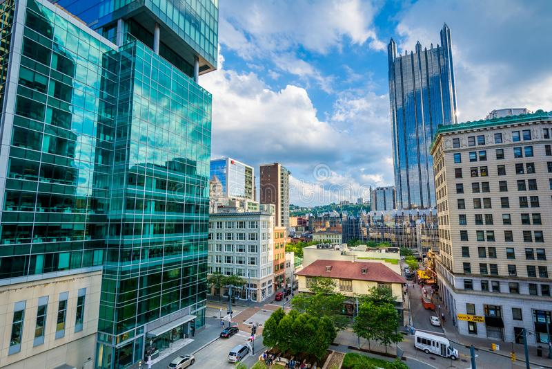 Ansicht von modernen Wolkenkratzern in im Stadtzentrum gelegenem Pittsburgh, Pennsylvania lizenzfreies stockfoto
