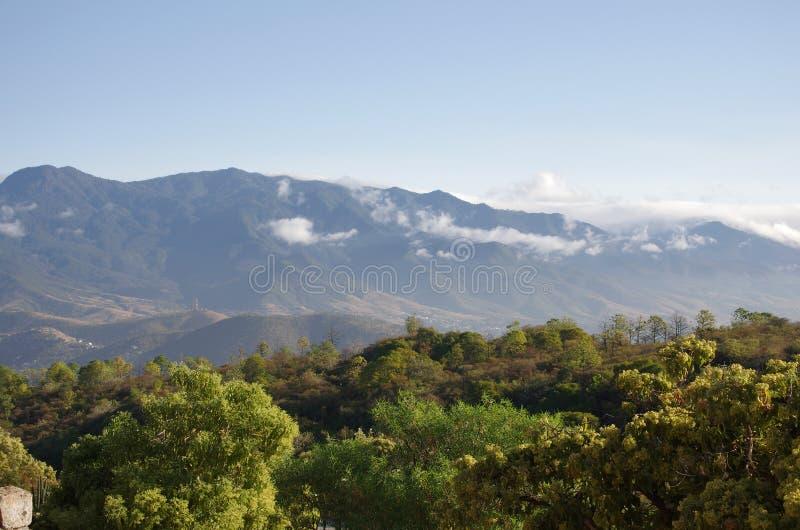 Ansicht von Monte Alban lizenzfreies stockbild