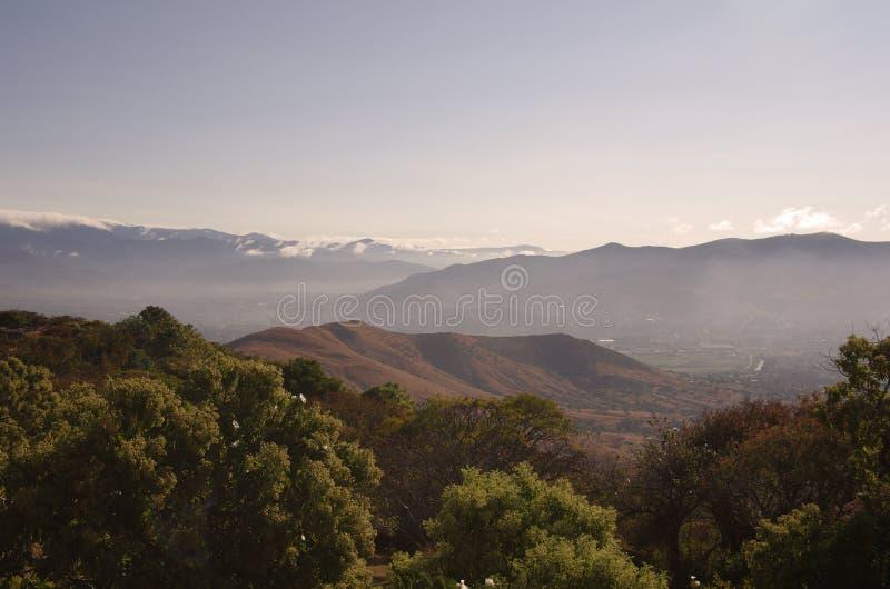 Ansicht von Monte Alban lizenzfreie stockbilder