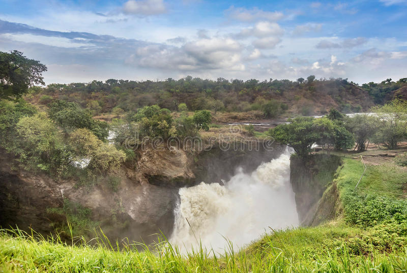 Ansicht von Murchison Falls auf dem Victoria Nile-Fluss Nationalpark lizenzfreie stockfotografie