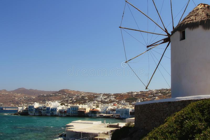 Ansicht von Mykonos und von berühmter Windmühle, Mykonos-Insel, Griechenland lizenzfreie stockbilder