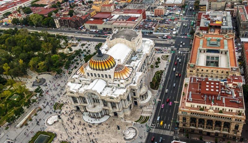 Ansicht von oben genanntem des Palastes schöner Künste Palacio de Bellas Artes - Mexiko City, Mexiko stockfotografie